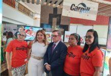 Blanca Villela, de blanco, acompañada de José Adán Aguerri, presidente de COSEP, y colaboradoras de Cargill